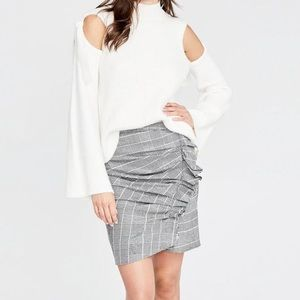 Side ruffle skirt